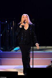 Δείτε πώς είναι στα 73 της χρόνια η Barbra Streisand!