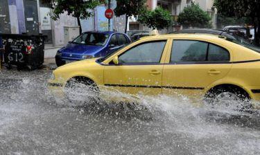 Διακοπή κυκλοφορίας στην Πειραιώς λόγω ισχυρής βροχόπτωσης