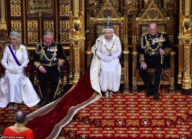 Το στέμμα της βασίλισσας Ελισάβετ και η απαγωγή του βουλευτή