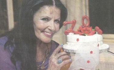 Ζωζώ Σαπουντζάκη: Το πάρτι γενεθλίων της – Πόσο χρονών έγινε;