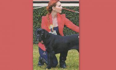 H αδερφή της αδικοχαμένης Φαίης από τη Νέα Μάκρη άλλαξε στιλ και αφιερώθηκε και πάλι στα σκυλιά της