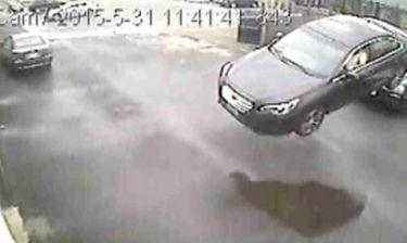 Σοκαριστικό ατύχημα: Αυτοκίνητο... πέταξε στον αέρα - Σώθηκε από θαύμα ο οδηγός (video)