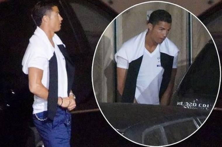 Η πιο άτυχη στιγμή! Ο Ronaldo ούρησε και τον τσάκωσαν οι παπαράτσι!