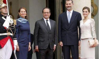 Με την… πρώην δίπλα του υποδέχτηκε το βασιλικό ζεύγος της Ισπανίας ο Ολάντ