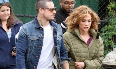 Μα πώς το κάνει; Ακόμα και με αυτό το outfit η Jennifer Lopez είναι σέξι!