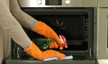 Πώς θα φτιάξετε σπιτικό καθαριστικό για το φούρνο σας