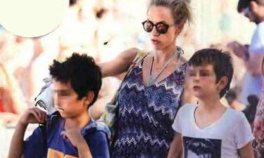 Ντορέττα Παπαδημητρίου: Με τους γιους της στην Μύκονο