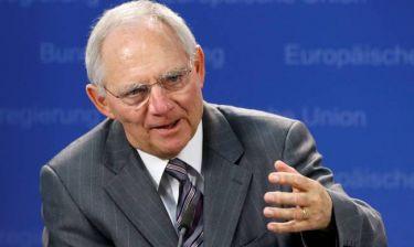 Spiegel: Να αποσύρει τον Σόιμπλε από τις διαπραγματεύσεις η Μέρκελ