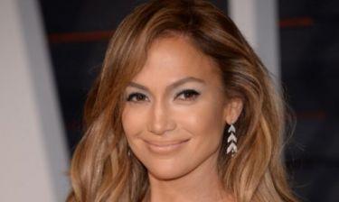 H Jennifer Lopez με καυτό σορτς και χωρίς photoshop μας κάνει απλά να τη λατρέψουμε
