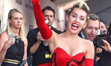 Ξανά με αξύριστη μασχάλη η Miley Cyrus