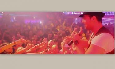 Σε ποιον τραγουδιστή πέταξαν σουτιέν on stage και πως αντέδρασε;