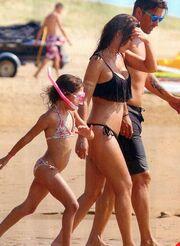 Αϊβάζης: Παιχνίδια στην άμμο με τη κόρη του