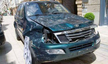 Δολοφονικό αμόκ: Οδηγός έπεσε πάνω σε πλήθος με το τζιπ του – Τουλάχιστον τρεις νεκροί