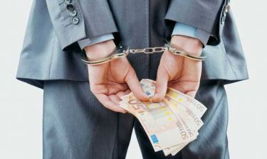 Διευθυντής τράπεζας στη Μάνδρα έκλεψε 1,2 εκατ. ευρώ από τους πελάτες του