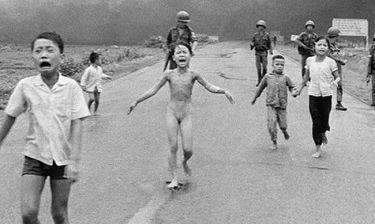 Δείτε πώς είναι σήμερα το κοριτσάκι που κάηκε από ναπάλμ στο Βιετνάμ