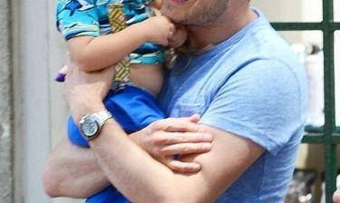 Στο νοσοκομείο με σοβαρά εγκαύματα ο δύο ετών γιος γνωστού τραγουδιστή