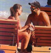 Νίνα Λοτσάρη: Τρυφερές στιγμές στη παραλία με τον νέο της σύντροφο