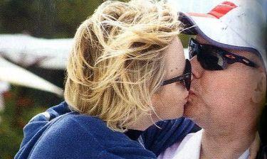 Τα τρυφερά φιλιά του πρίγκιπα Αλβέρτου με τη Σαρλίν