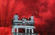 Κλούνεϊ-Αλαμουντίν: Αγκαλιά παρακολούθησαν τα πυροτεχνήματα