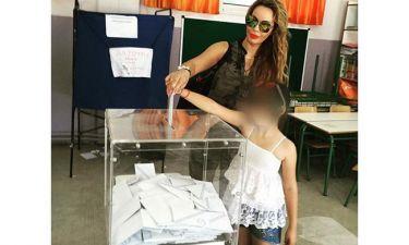 Δημοψήφισμα 2015: Ιωάννα Λίλη: Στην κάλπη με τη κόρη της
