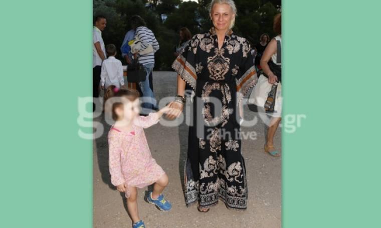 Καραβάτου: Στην Επίδαυρο με την κόρη της για τον Κατσούλη