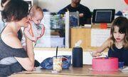 Μίλα Γιόβοβιτς: Μαθήματα ζαχαροπλαστικής με την κόρη της