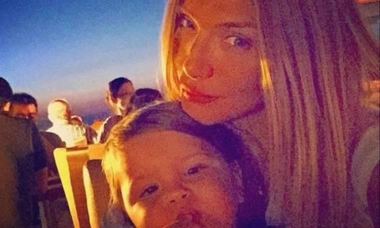Δείτε τη φωτογραφία που αποδεικνύει πόσο πολύ μοιάζει ο μικρός Βασίλης στη μαμά του Αγγελική Ηλιάδη!