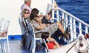 Ο Ματέο και ο γιος της Ελένης στο πλοίο για Ραφήνα