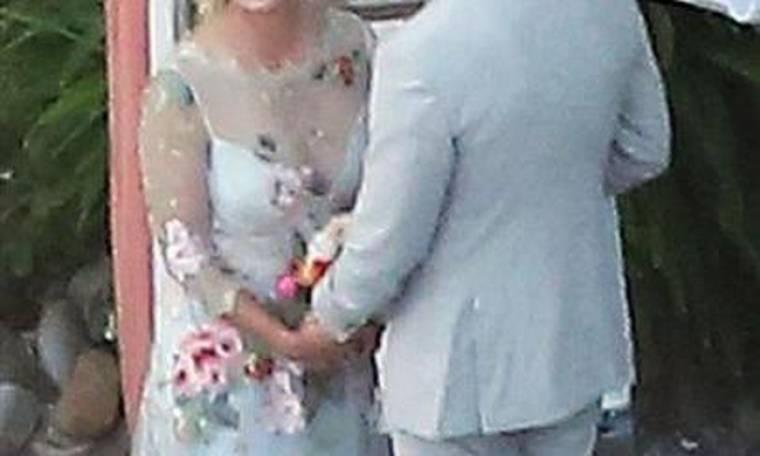 Oι πρώτες φωτογραφίες από το κρυφό γάμο ηθοποιού και τα δάκρυά της την ώρα του μυστηρίου