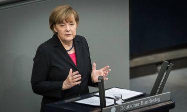 Μνημόνιο - Μέρκελ: Στόχος μας να κρατήσουμε την Ελλάδα στο ευρώ