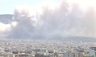 «Συναγερμός» στην Πυροσβεστική: Πυρκαγιές σε Καρέα και Κορωπί