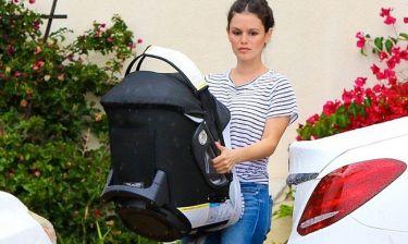 Rachel Bilson: Βόλτα με την εννέα μηνών κόρη της