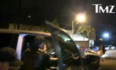 Ουπς! Ήταν τύφλα στο μεθύσι, που πήγε να μπει στο αυτοκίνητο και… σωριάστηκε!