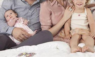 Παρουσιαστής απέκτησε δεύτερο παιδί και φωτογραφήθηκε με την οικογένειά του