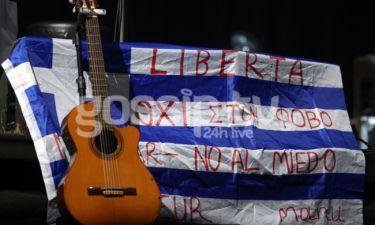 O Manu Chao και το μήνυμα στην ελληνική σημαία