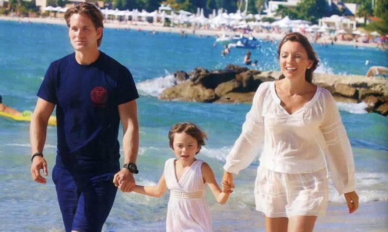 Πασχαλίδου: Με τον σύντροφο και την κόρη της στην Χαλκιδική