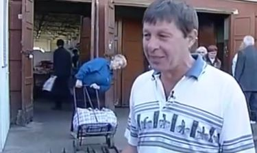 Την ώρα του ρεπορτάζ ηλικιωμένη... παλεύει με ταηλικιωμένη της και γίνεται viral (video)