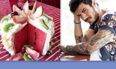 Άκης Πετρετζίκης: Δείχνει τι μπορεί να κάνουμε με ένα καρπούζι