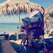 Μαμά και κόρη στην παραλία!