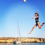 Φαίη Σκορδά: «Τρέλανε» τους διαδικτυακούς της φίλους με το... άλμα της!