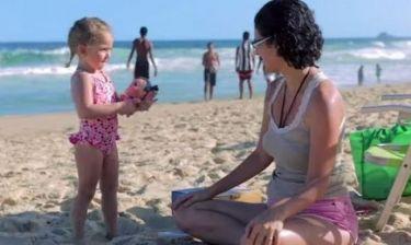 Πανέξυπνο: Δείτε με ποιο τρόπο αυτοί οι γονείς κατάφεραν τα μικρά τους να φορέσουν αντηλιακό!