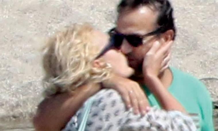 Μενεγάκη: Τα «καυτά» φιλιά στον Ματέο! (φωτό)