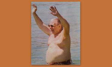 Κώστας Βουτσάς: Δείτε τις τσαχπινιές του «αιώνιου έφηβου» στην παραλία!