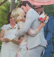 Νέες φωτογραφίες από τον πολυσυζητημένο γάμο
