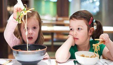 Η ζέστη «κόβει» την πείνα στο παιδί! Δείτε τι πρέπει να κάνετε