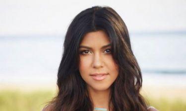 Έχουμε μείνει άφωνες: Δείτε την Kourtney Kardashian με καυτό σορτς!