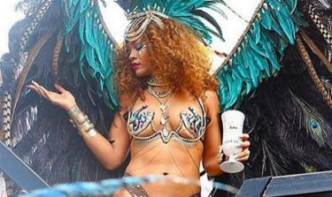 Rihanna: Η ημίγυμνη εμφάνισή της, ο ξέφρενος χορός και το ύποπτο τσιγάρο