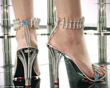 Αυτά είναι! Ποια αγόρασε γόβες με 1.310 διαμάντια;