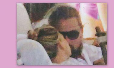 Το φιλί σε δημόσια θέα και το κλικ του παπαράτσι!