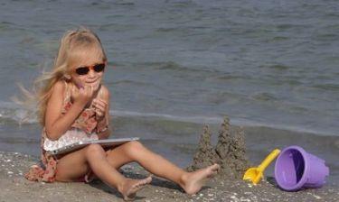 Οικογενειακές διακοπές: Τα κινητάκια σας και σ'άλλη παραλία!